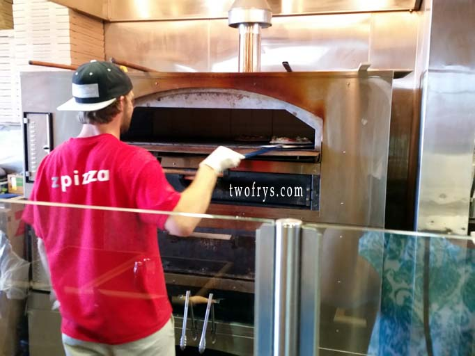Z Pizza Mammoth Lakes Two Frys: Vacation Foo...