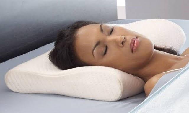 Sự khác nhau giữa gối ngủ thường và gối ngủ định hình cột sống cổ