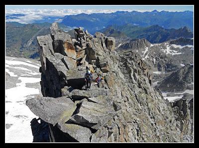 Llegando a la cima del Margalida en la cresta Salenques Tempestades