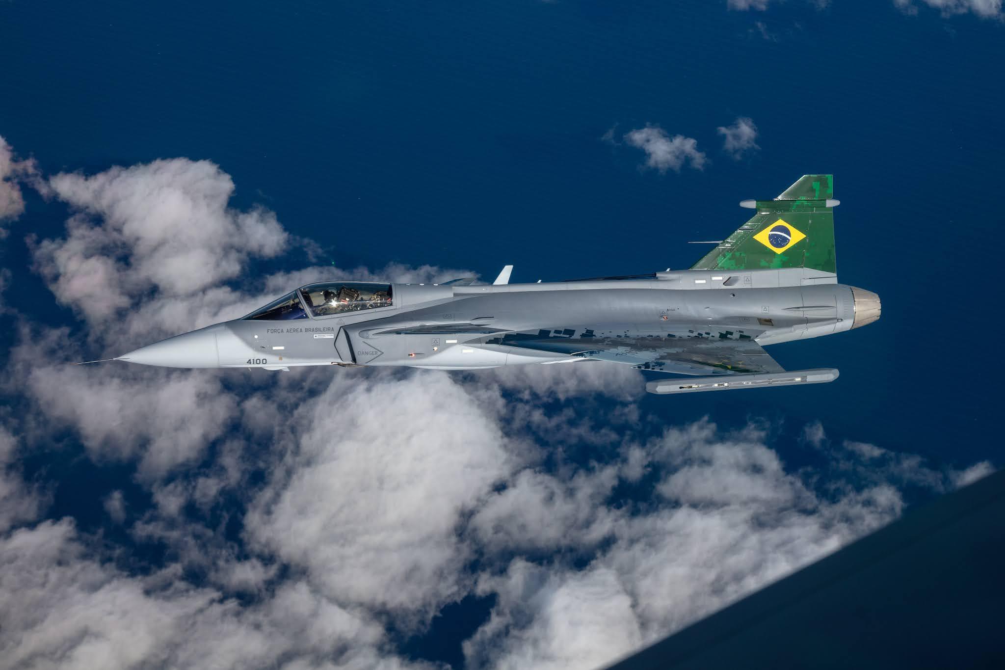 Primeiro Avião de Caça Gripen Brasileiro da FAB voa no Brasil | É MAIS QUE VOAR