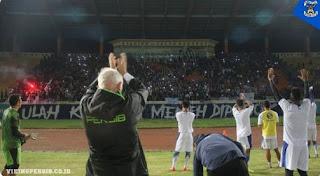 Bobotoh Dukung Langsung Latihan Persib di Stadion Si Jalak Harupat