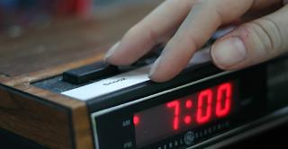 Οι άνθρωποι που πατάνε αναβολή στο ξυπνητήρι είναι πιο έξυπνοι