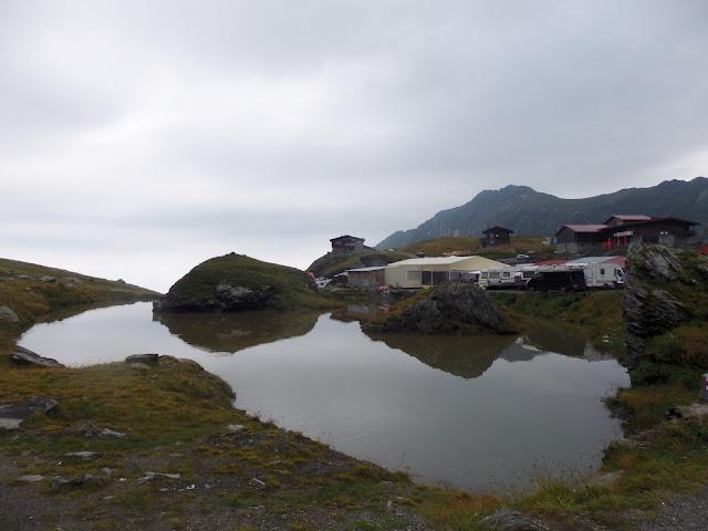 Nasz widok z namiotu na szczycie Szosy Transfogaraskiej