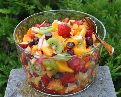 Winter Fruit Salad ♥ KitchenParade.com, when fresh fruit is scarce, a combination of fresh, frozen and canned fruit brightened with lemon peel and a fruity liqueur like Grand Marnier. Vegan. Gluten Free. Weight Watchers Friendly.