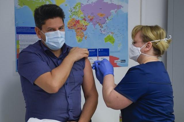 Beadták a Pfizer-BioNTech-vakcina második adagját a debreceni kórház dolgozóinak