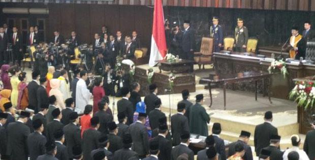 Hakikat Demokrasi dan Pengertian Demokrasi
