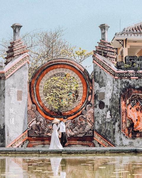 Nằm trên trục đường Hai Bà Trưng, thành phố Hội An, đây là hạng mục cổng của tổ hợp công trình kiến trúc văn hóa tín ngưỡng Cẩm Hà cung và Hải Bình cung, dân gian thường gọi là chùa Bà Mụ.