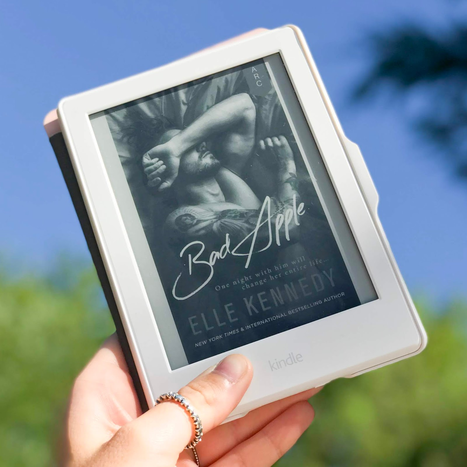 Bad Apple - Elle Kennedy   Book Review
