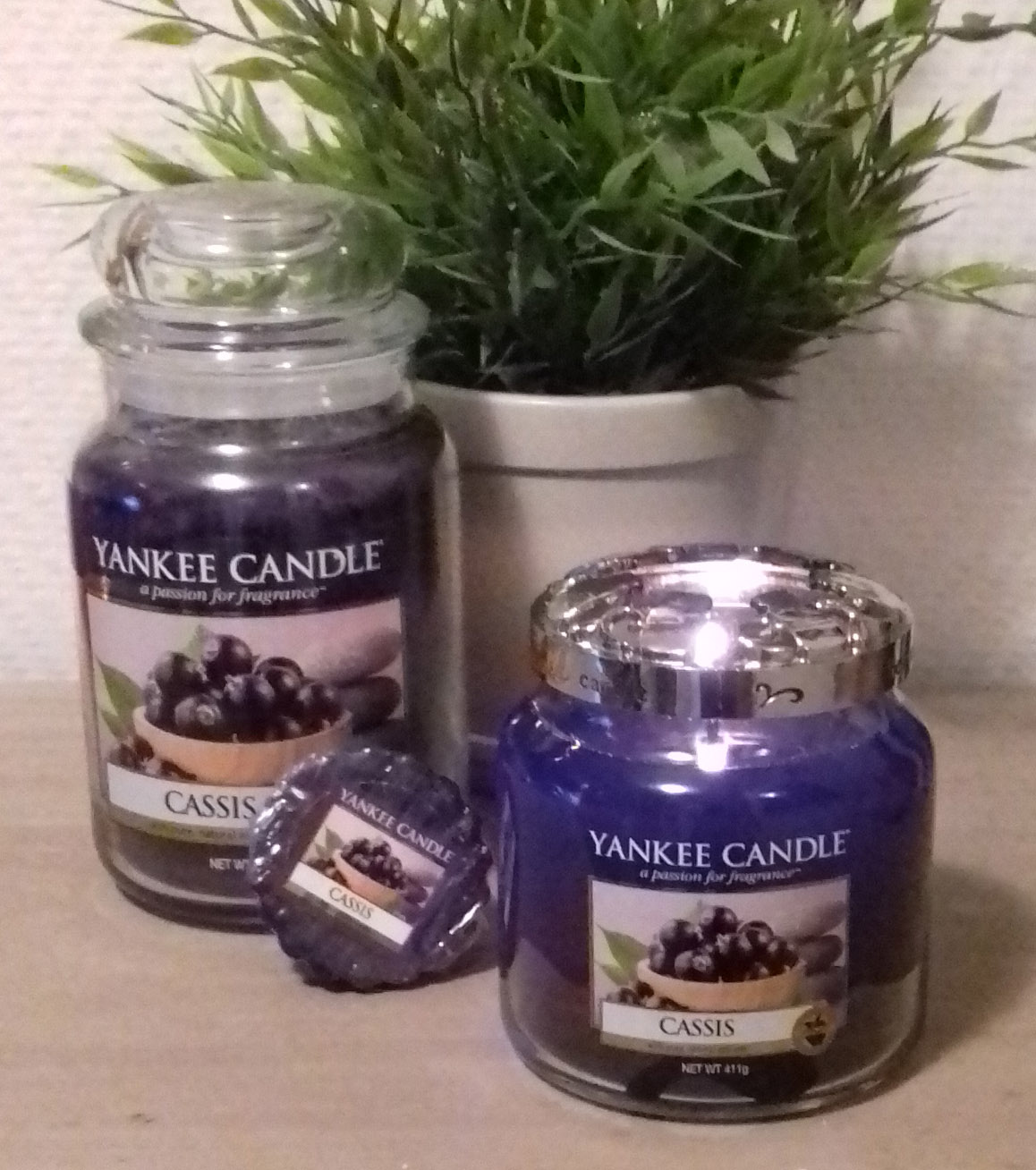 life and stuff yankee candle duftkerzen review cassis. Black Bedroom Furniture Sets. Home Design Ideas