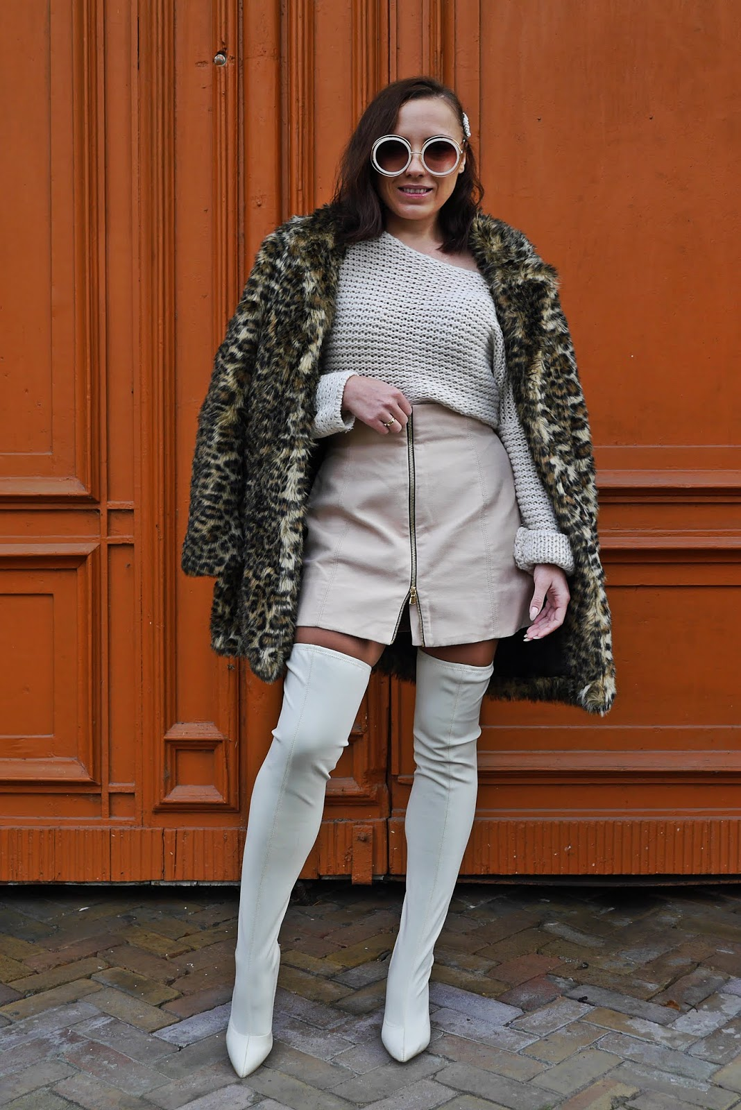 beighe high knee boots outfit look zaraz skirt sweater fashion blogger karyn