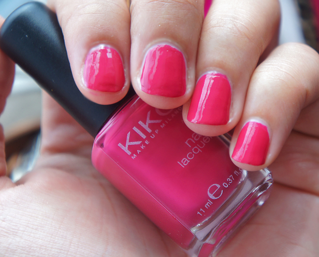 dark pink nail polish - 640×515