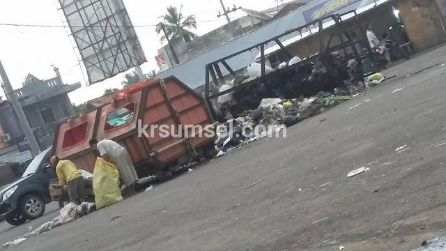 Bak Sampah di Terminal Tanjung Raja Terbakar