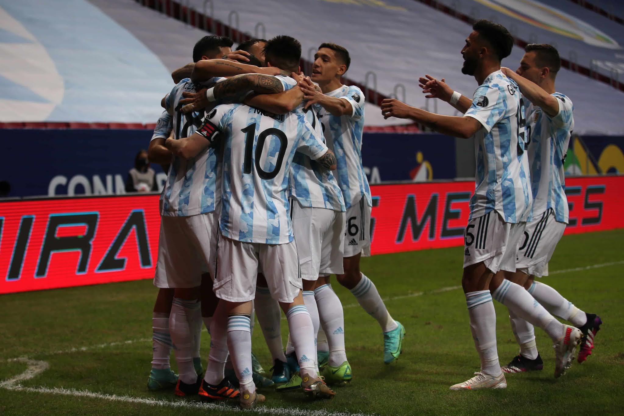 Argentina superó a Uruguay sin sobrarle nada, pero con buenos signos futbolísticos