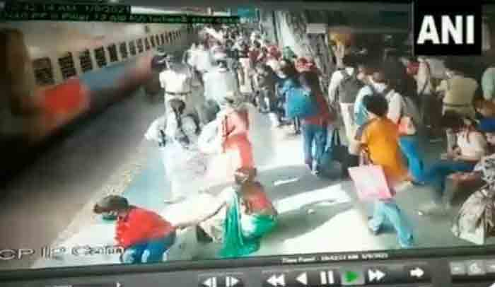 RPF personnel  rescues a woman at the Thane Railway Station, Thane,News,Local News, CCTV, Video, Police, Train, National