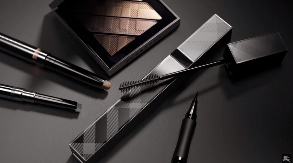 foto modella burberry mascara spot pubblicita testimonial