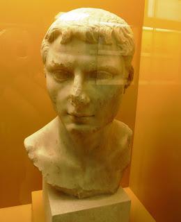 μαρμάρινη προτομή νέου στο Μουσείο της Αρχαίας Αγοράς των Αθηνών