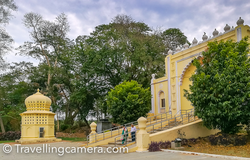Srirangapatna is approximately 15km from Mysore city and is part of district of Mandya. Interestingly Srirangapatna is enclosed by the river Kaveri  to form a river island. Srirangapatna is well-connected by road. It's very well connected to Bangalore-Mysore highway.