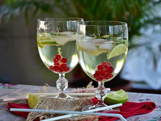 15 Amazing Benefits Of Drinking Lemon Water Every Morning