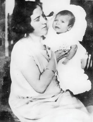 1925_Μ.Θ.-με-τη-μητέρα-του-στη-Χίο-λίγο-μετά-τη-γέννησή-του