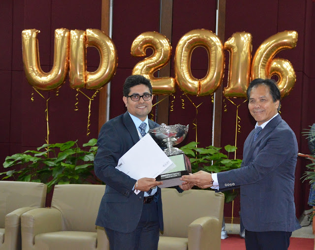 (Left) Dr Shekhar Bhatia; 1st prize winner for the Teaching Excellence Award category receiving the John Simpson Trophy (challenge trophy), Certificate of Commendation and Cash Reward of RM2,000.00 (for individual) from Prof Abdul Aziz Baba, Vice Chancellor of IMU Education (right)
