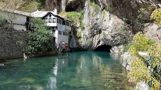 mostar köprüsünün altından geçen nehir neretva nehri