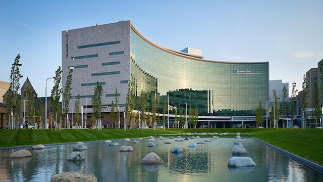 Seek your refuge on the Cleveland Clinic campus and enjoy Wi-Fi, valet parking, onsite dining, meeting space, and shuttle service at the InterContinental luxury hotel in Cleveland.