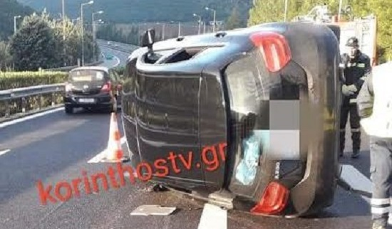 Ανατροπή αυτοκινήτου στο κόμβο Νεμέας