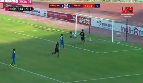 HT: Persipura Jayapura vs Persib Bandung 1-1