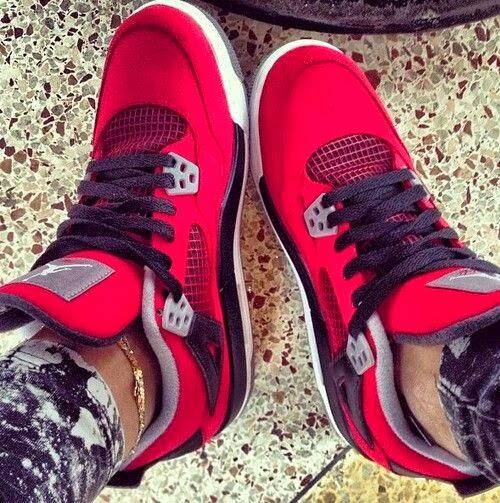 c4ea67b58e6cbe Air Jordan 4 Retro men s shoe (White Fire Red -Black)
