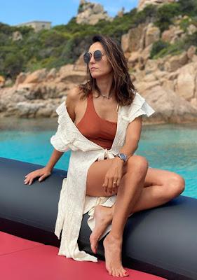 Caterina Balivo in gommone sull'isola della Maddalena 9 giugno 2021