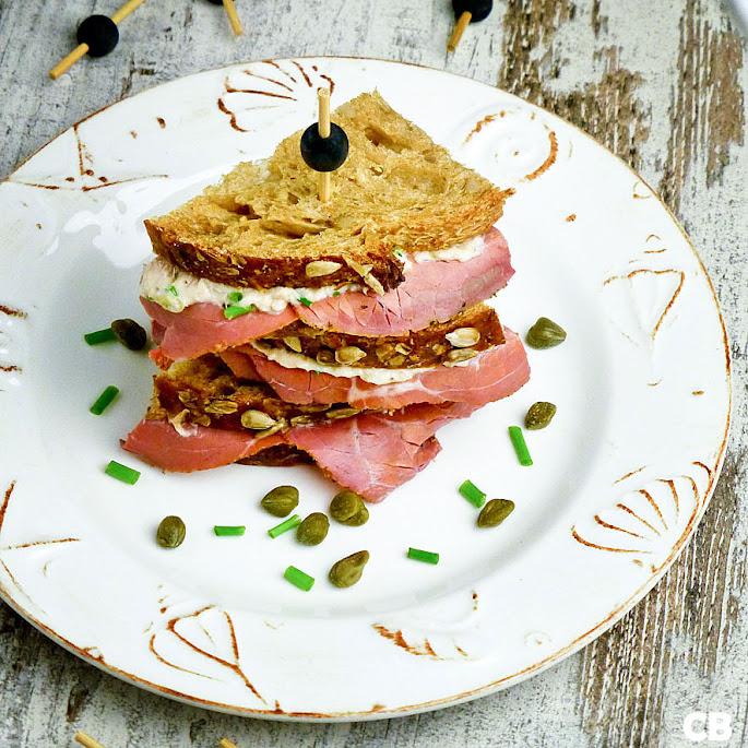 Sandwiches met pastrami en frisse tonijnsalade
