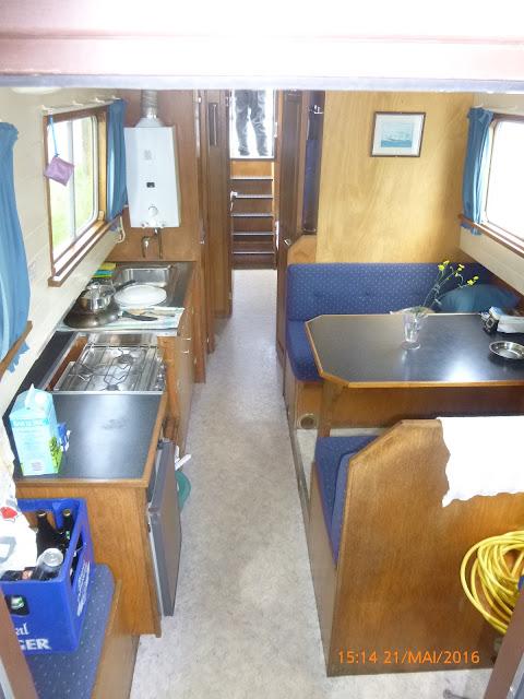 unser Hausboot Fenke im Inneren