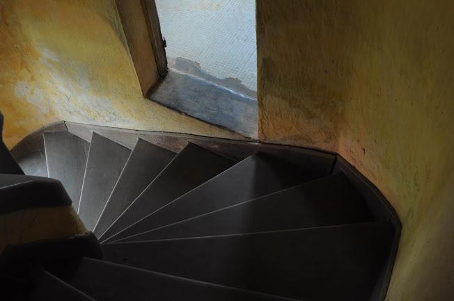 Chi tiết cầu thang của biệt thự cổ bỏ hoang ở Đà Lạt- ảnh 4