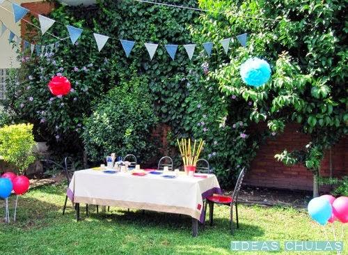 Decoración fiesta pompones, guirnaldas y globos