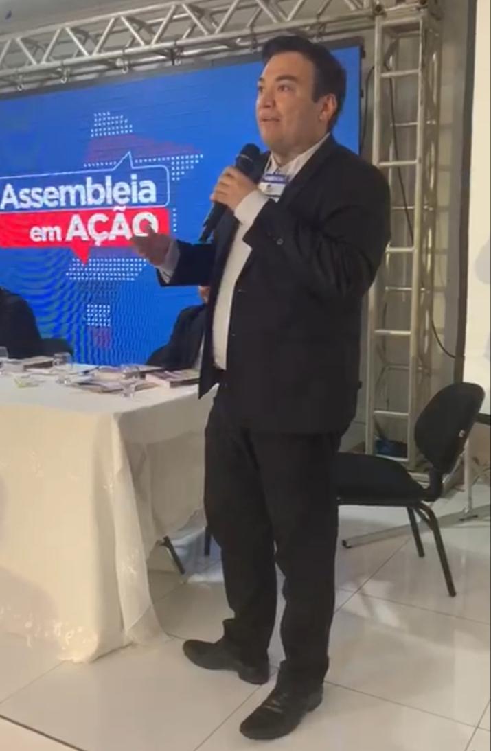 Vereador Bruno Curvina apresenta aos deputados a situação caótica do Bairro Maria Rita em Pedreiras.