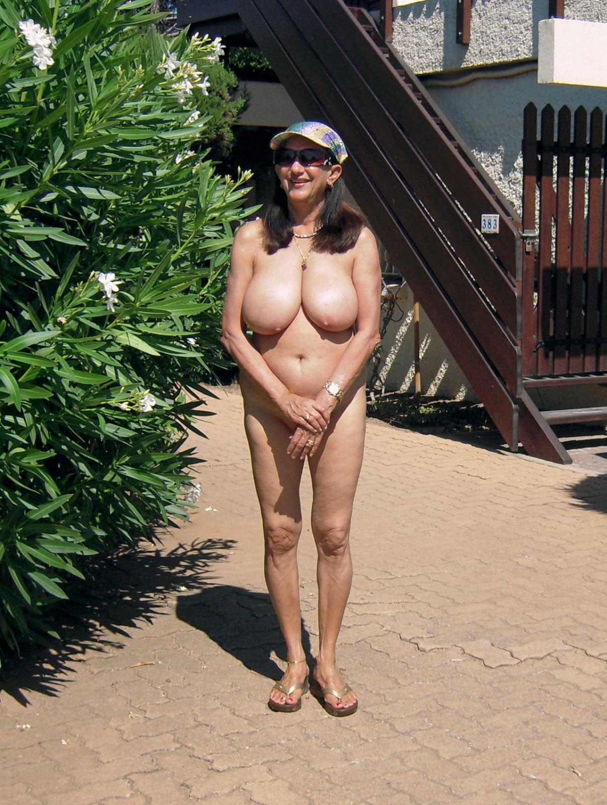 Nude slutty college girl gif