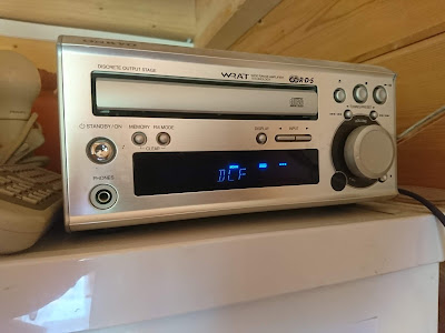 Küchenradio von Onkyo für das Hören des Gottesdienstes