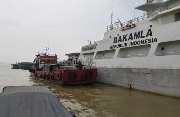 Bakamla Tangkap Kapal Minyak SPOB di Sungai Musi Palembang