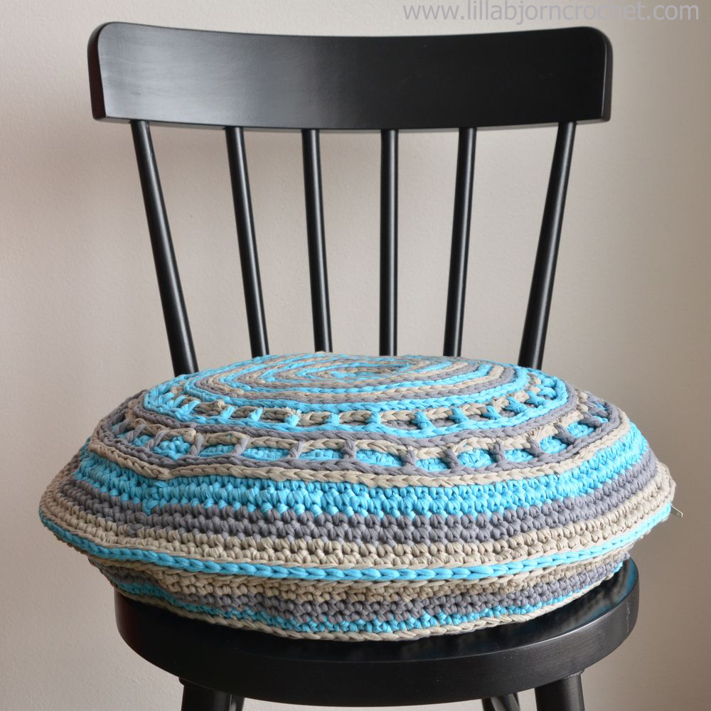 UFO crochet pillow made with Camel stitch. Original design by Lilla BjornUFO crochet pillow made with Camel stitch. Original design by Lilla Bjorn