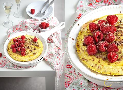 Błyskawiczny omlet z gorącą czekoladą