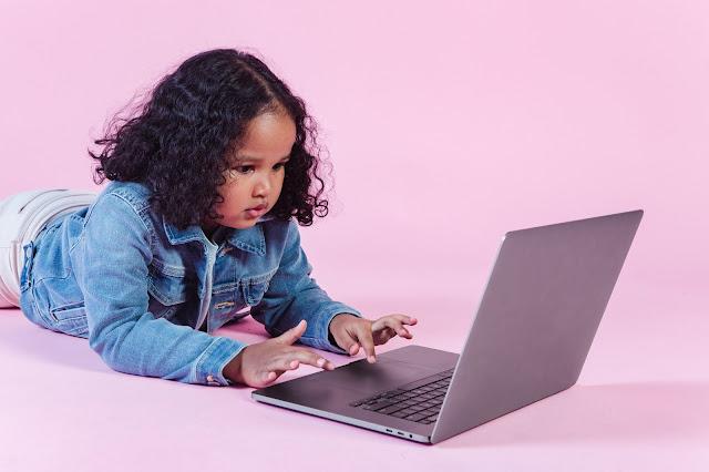 Penggunaan Gadget Anak Mengkhawatirkan Selama Pandemi Covid-19? Ini 7 Cara Jitu Menyiasatinya