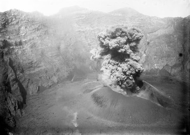Eruption du volcan Raung en 1913