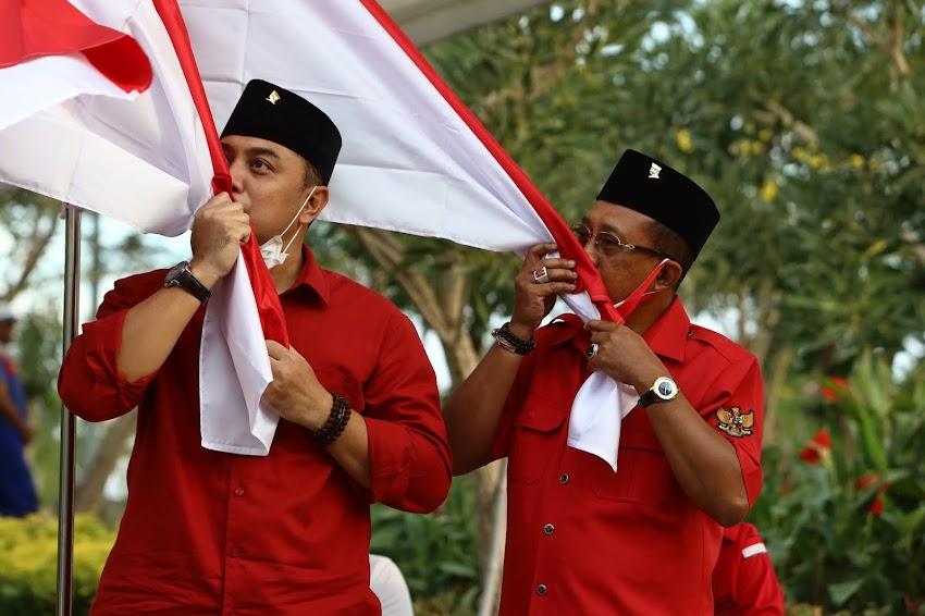 Cium Bendera Merah-Putih, Eri Cahyadi: Surabaya Membangun untuk Wong Cilik
