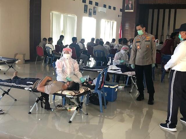 Kapolres Nganjuk Bersama Anggota dan ASN Jajarannya Adakan Giat Donor Darah,Guna Bantu Stok Darah di PMI Kab.Nganjuk