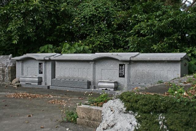 御嶽波平按司御墓と御嶽赤嶺按司御墓の写真