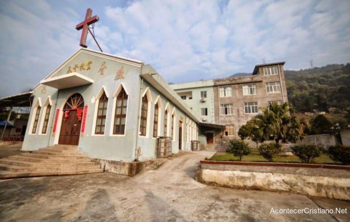 Pastores impiden demolición de iglesia en China
