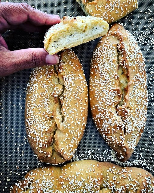 Χαλουμωτές (Κυπριακές τυρόπιτες)