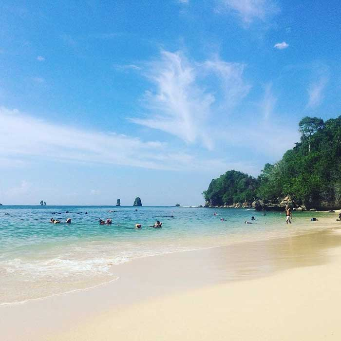 Fasilitas Wisata Pantai 3 Warna Malang Selatan