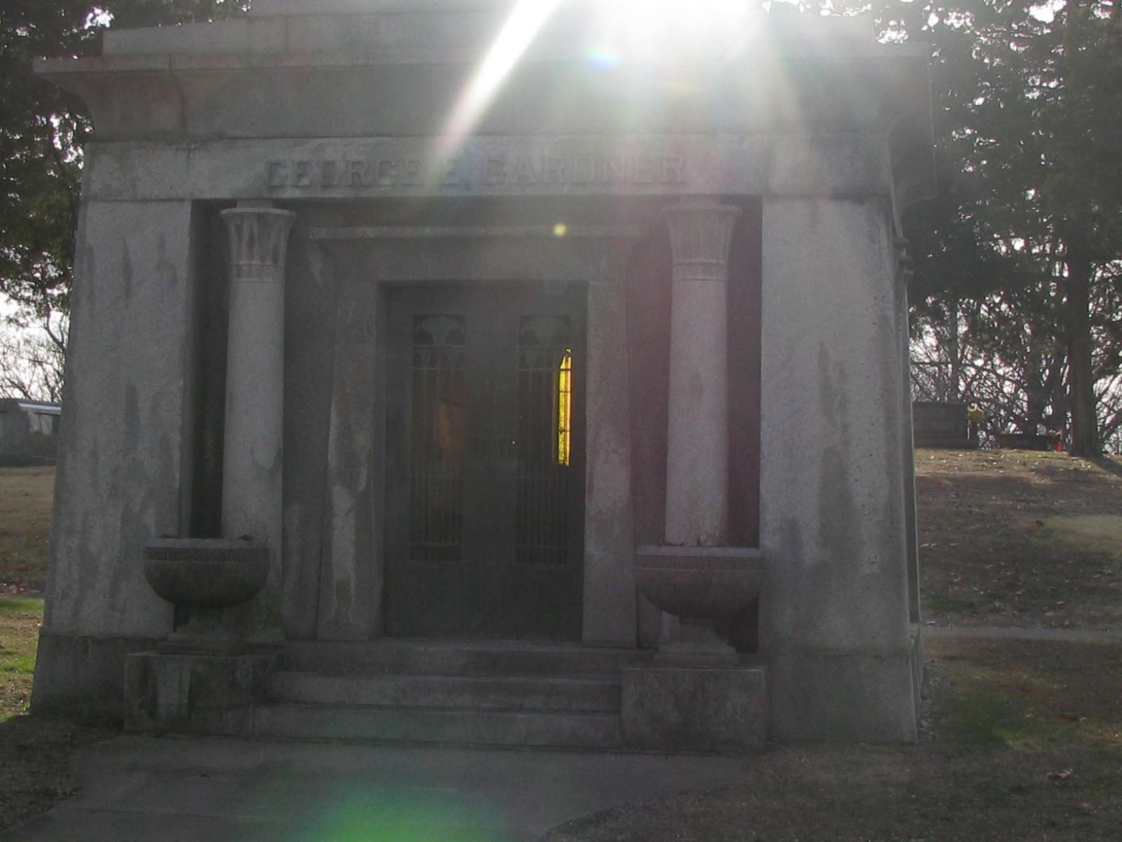 Image Gallery inside mausoleum