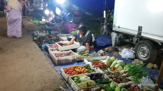 Belanja di Pasar Kaget